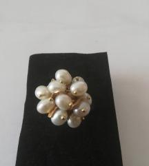 Zlatni prsten s biserima