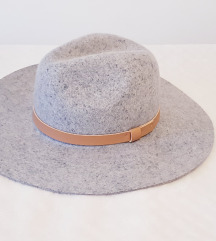 H&M vuneni šešir