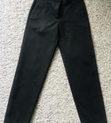 Reserved kao nove crne hlače vel 34
