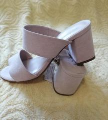 Nove kožne bež papuče, Le Veline