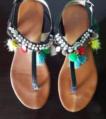 Niske sandale s resicama i pomponima