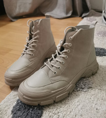 Čizme broj 41