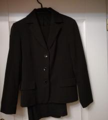 Žensko crno odijelo