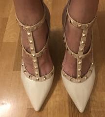 Bež cipele na petu sa zakovicama