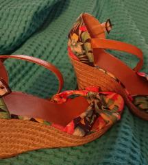 Cvijetne cipelice