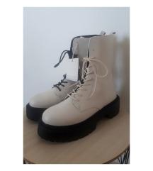 Nove beige čizme sa duplim vezicama