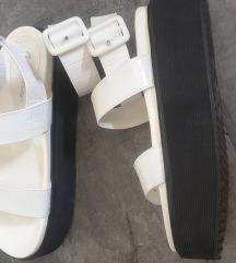 Public desire sandale sa platformom
