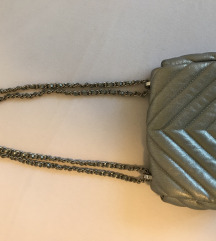 Srebrna zara torbica