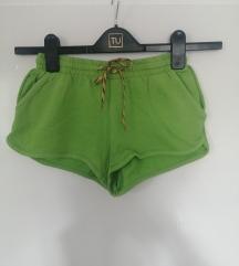 Zelene kratke hlače