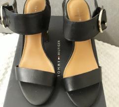 Hilfilger sandale
