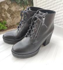Crne Bershka čizme