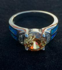 Posrebreni prsten plavi fire opal vel. 9