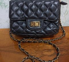 Crna manja torbica