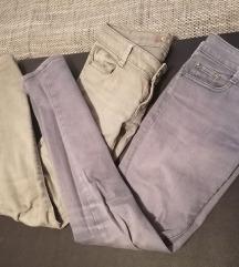 Dvoje hlače identične Sive i Plave