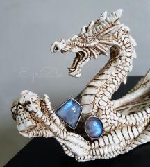 Prsten srebro i 2 moonstone-a