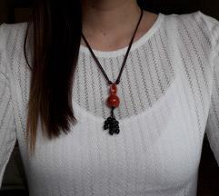 Podesiva ogrlica ručni rad sa crvenim kamenom