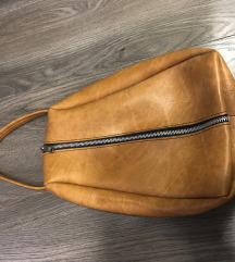 Neobicna kozna torbica