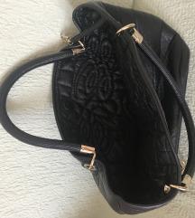 Ženska crna  torbica