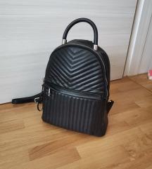 Zara ruksak crni