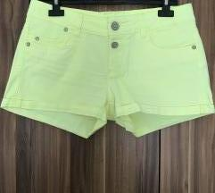 Kratke žute  hlače