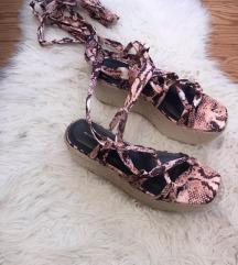 Prettylittlething sandale