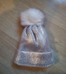 Topla zlatna kapa za zimu
