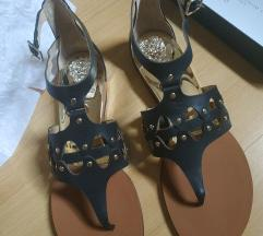 Nove Vince Camuto crne sandale