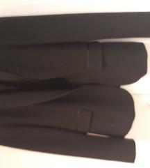 Zara crni sako sa sa satenskim ovratnikom