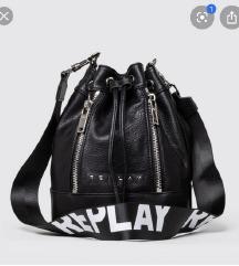 Tražim metalni remen /lanac od ove torbe