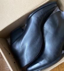 Zara kožne crne gležnjače čizme