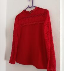 Crvena bluza sa čipkom