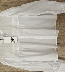 Bijela košulja sa čipkastim detaljima