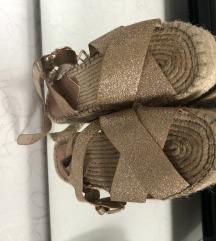 Stradivarius sandale zlatne