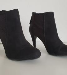 Bershka cipele gležnjače  broj 37