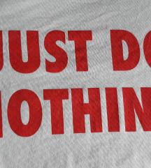 Majica s natpisom