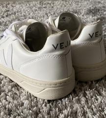 Veja V-10 bijele tenisice