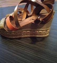 Sandale gotovo nove
