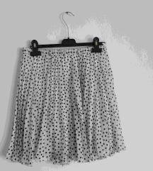 A line bijela suknja s naborima