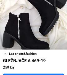 Nove odlicne cizme na punu petu