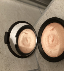 Becca shimmering skin perfector highlighter