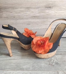 Sandale sa ukrasom