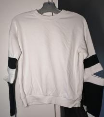 Bijela majica sa otvorenim laktovima