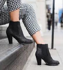 Crne čizme/ gležnjače