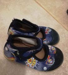 Papuče, patike i čizmice za dečka