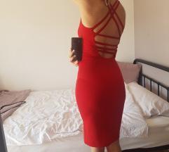 Crvena midi haljina s efektnim leđima