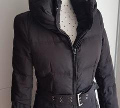 Zara crna pernata jakna