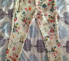 Cvijetne hlače  ZARA🌸🌸