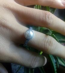 Srebrni prsten sa bijelom perlom