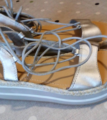 Benetton sandale br. 36 novo