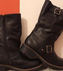 Nove crne čizme br. 36